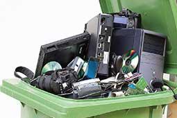 Оргтехника в мусорном баке